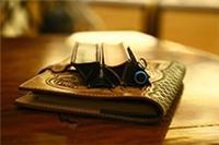 沈阳手工皮具体验【篝火制皮社】沈阳手工皮具制作体验三角笔袋