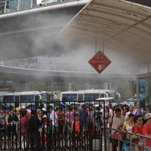 歡樂世界游樂場園區排隊區噴霧降溫系統
