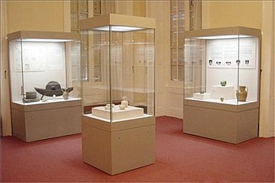 博物館文物展柜廠家設計定制市場-隆城展示