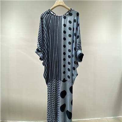 庫存服裝貨源 注釋**藍色絲制連衣裙