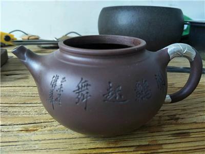 昆明紫砂壶修复您喜爱的紫砂壶修复方式让紫砂*有** 紫砂壶包银修复