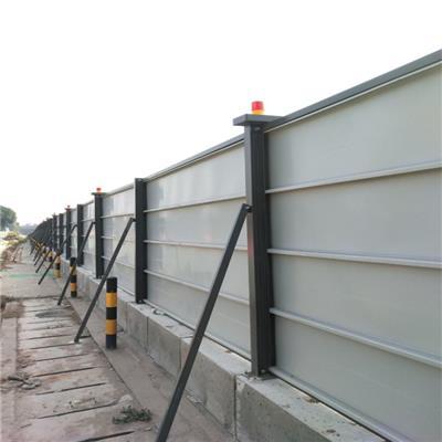 圍擋顏一致,下留預留30cm做砌磚或者預埋