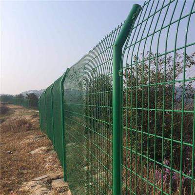 云浮雙邊絲護欄網作為靈活組裝的護欄產品廣受好評