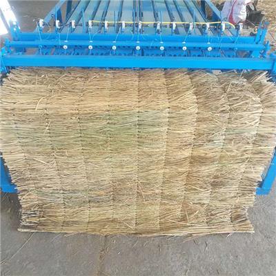 全自動薄厚可調草簾機 自動切邊稻草編織草簾機生產廠家