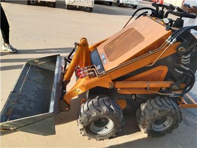 滑移工程車 小型鏟車廠家 進口配置小鏟車