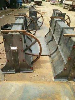 供應水泥隔離墩模具 翻滾式 拆卸 焊接